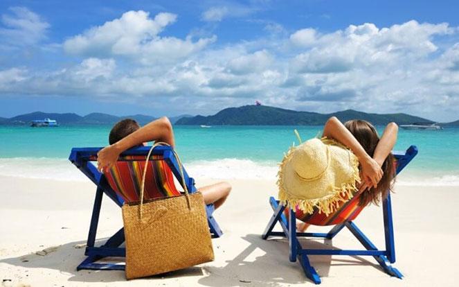 Выходные за границей в  2020  году: куда можно недорого полететь, поехать без визы