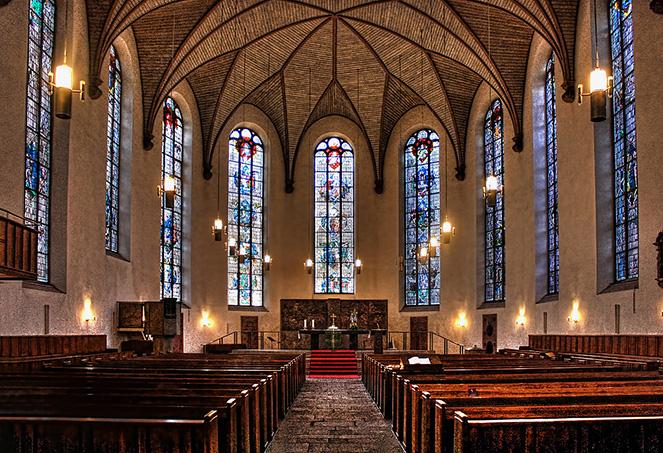 Внутреннее убранство Франкфуртского собора Кайзердом