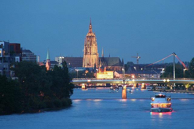 Вечерний Франкфуртский собор Кайзердом