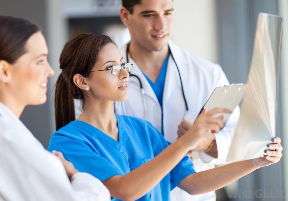 Картинки по запросу Работа врача в Польше