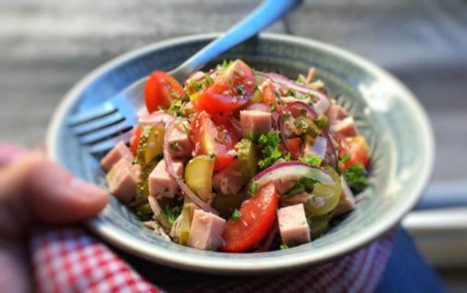 Колбасное изделия для баварского салата