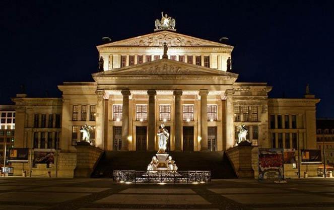Берлинская государственная опера ночью
