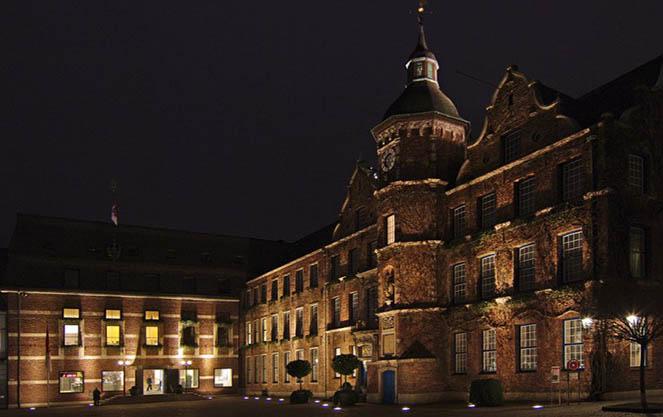 Дюссельдорфская ратуша ночью
