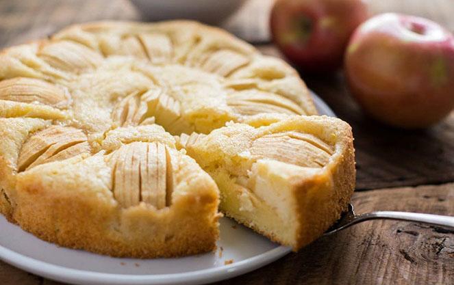 Немецкий кухен с яблоками