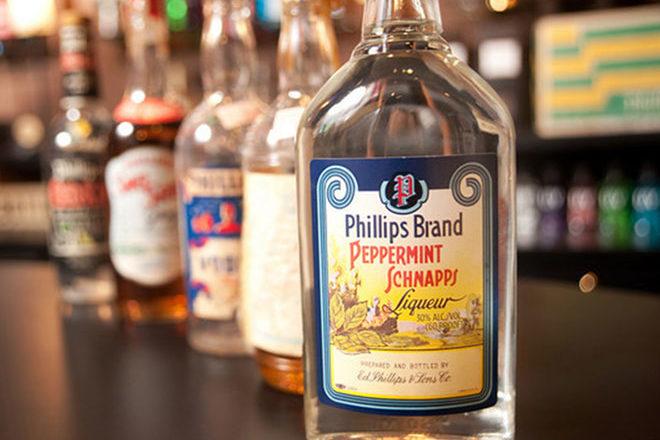 Алкогольный напиток шнапс