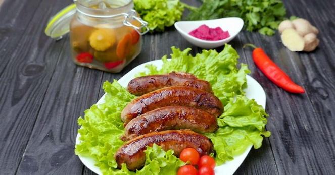 Нюрнбергские колбаски на столе