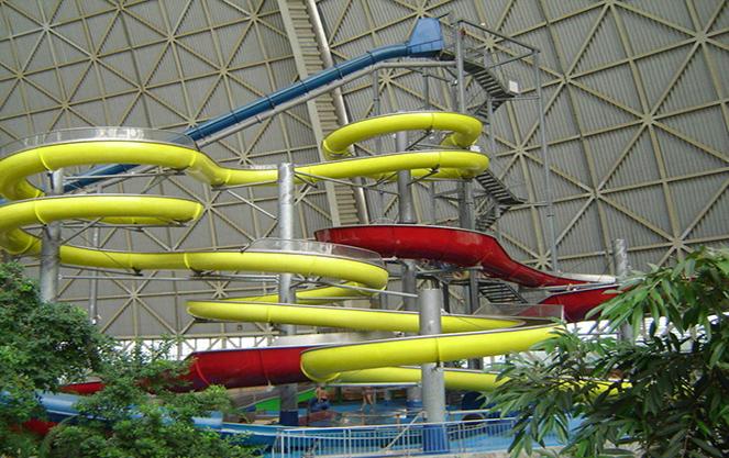 Водные горки берлинского аквапарка