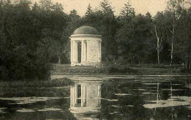 Черно-белое фото английского сада
