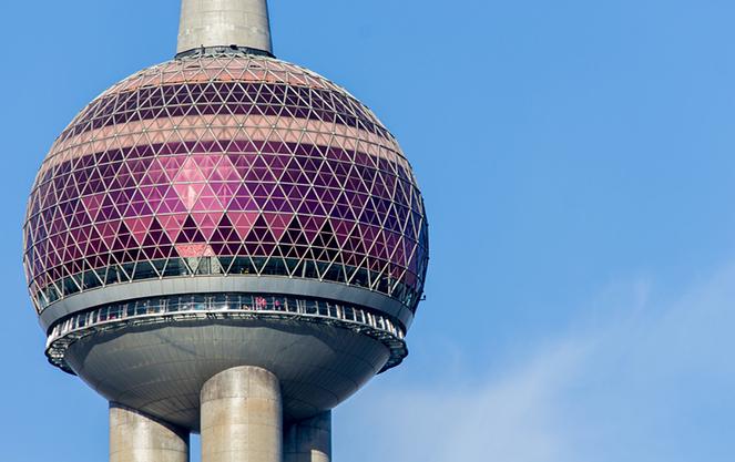 Берлинская телебашня крупным планом
