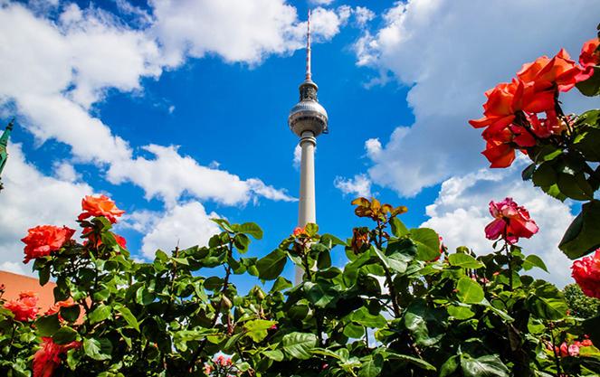 Берлинская телебашня и небо