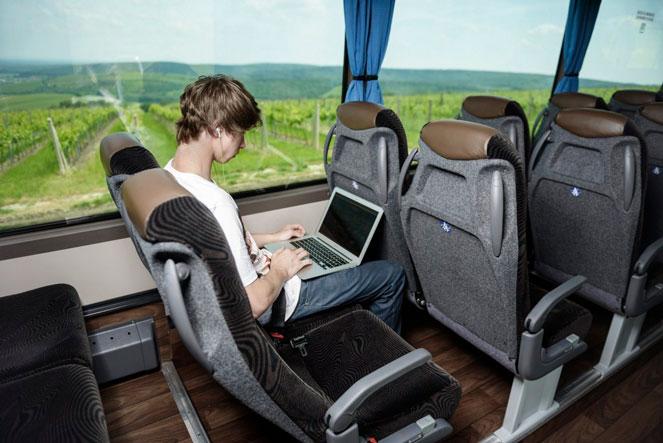 Парень в немецком автобусе