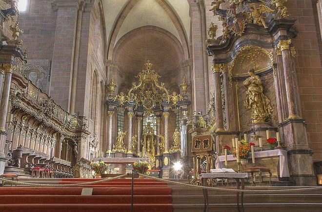Зал в Вормсском соборе
