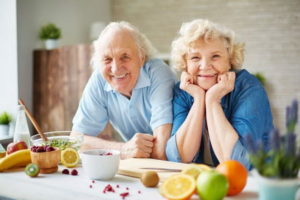 Мужчина и женщина пенсионеры