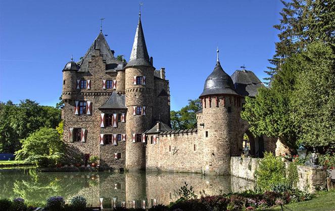 Замки дворцы и залы Дюссельдорфа