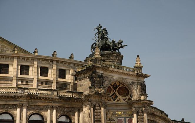 Архитектура театра в Дрездене