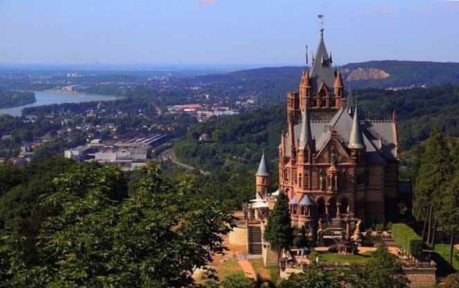 Чем замечателен замок Драхенбург