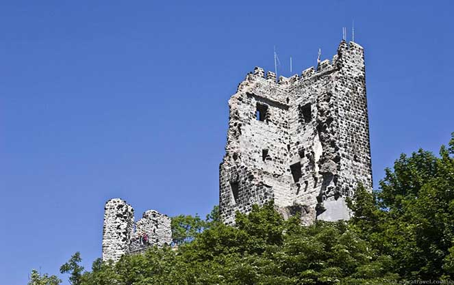 Руины средневекового замка Драхенфельс