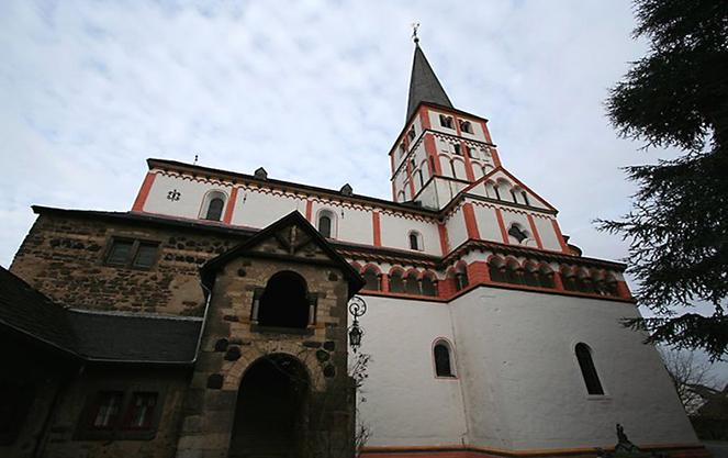 Двойная церковь в восточном пригороде Бонна
