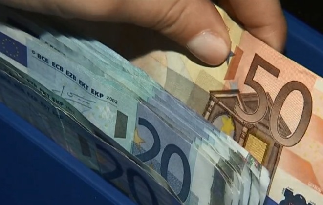 Минимальная и средняя зарплата в Латвии