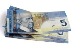 деньги в Канаде