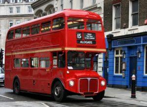Красные двухэтажные автобусы начала ХХ века