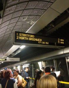 Табло оповещения в метро