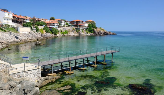 Отдых с некоторыми ограничениями: Болгария готовится к открытию туристического сезона