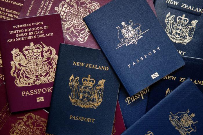 Россиянам с двойным гражданством можно выезжать из страны
