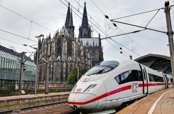 В европейских скоростных поездах защитные маски станут обязательными
