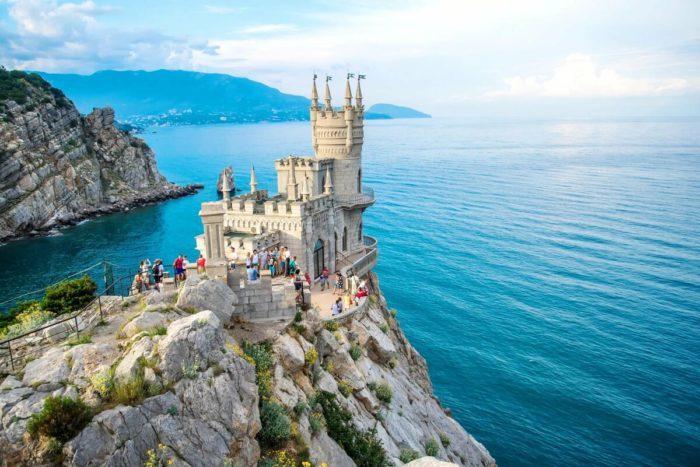 Глава Крыма поставил под сомнение туристический сезон 2020 года