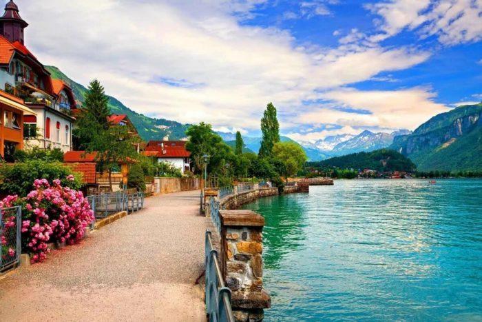 Швейцария постепенно отменяет карантин